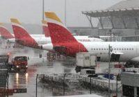 Fuerte nevada paraliza aeropuerto de Madrid
