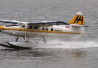 Hidroavión realiza aterrizaje aparatoso en Alaska