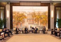 Colombia negocia vuelo directo a China para 2020