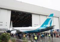 Las entregas de aviones de Boeing retroceden a la mitad